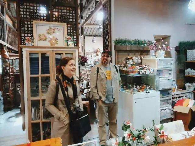 John Solet and Theresa Boersma check out a multi-use artist space in Changzhou's Canal 5